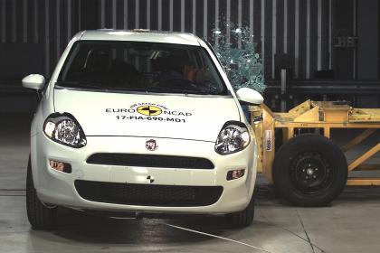 Fiat Punto EuroNCAP'ten 0 Yıldız Alarak Tarihe Geçti